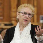 Renate Weber, atac la Firea: Avocatul Poporului spune că ridicarea mașinilor parcate ilegal în București e ilegală și cere prefectului atacarea deciziei în instanță