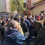 Birocrația în criză: Cozi la DSP București, zeci de persoane care au ieșit din izolare așteaptă adeverințele necesare pentru concediul medical / Ministerul Sănătății: DSP este suprasolicitată, certificatele medicale pot fi luate și de la medicii de familie