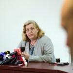 Directorul medical al celui mai mare spital din Transilvania povestește cele două momente critice în care a fost salvată de masca sanitară. Medicul îndeamnă autoritățile să angajeze specialiști în comunicare pentru a gestiona relația cu societatea