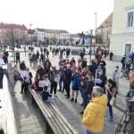 VIDEO Șoșoacă s-a mutat cu protestul la Cluj. Ea a fost acompaniată de fostul primar clujean PRM-ist, Gheorghe Funar
