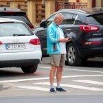 Modificări la Codul Rutier: limită de viteză de 30 km/h pentru biciclişti şi interzicerea utilizării telefonului mobil pentru pietonii care traversează strada