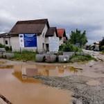 FOTO/VIDEO Cum arată după ploile din ultima perioadă cartierele construite haotic la periferia Bucureștiului: străzi inundate, neasfaltate, pline de gropi și fără sistem de canalizare