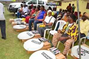 Les chefs de quartiers d'Owendo devant les kits