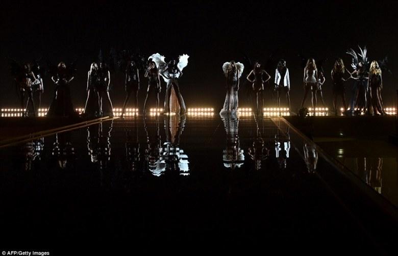 Victoria's_Secret_Fashion_Show_2014-Gabi_May