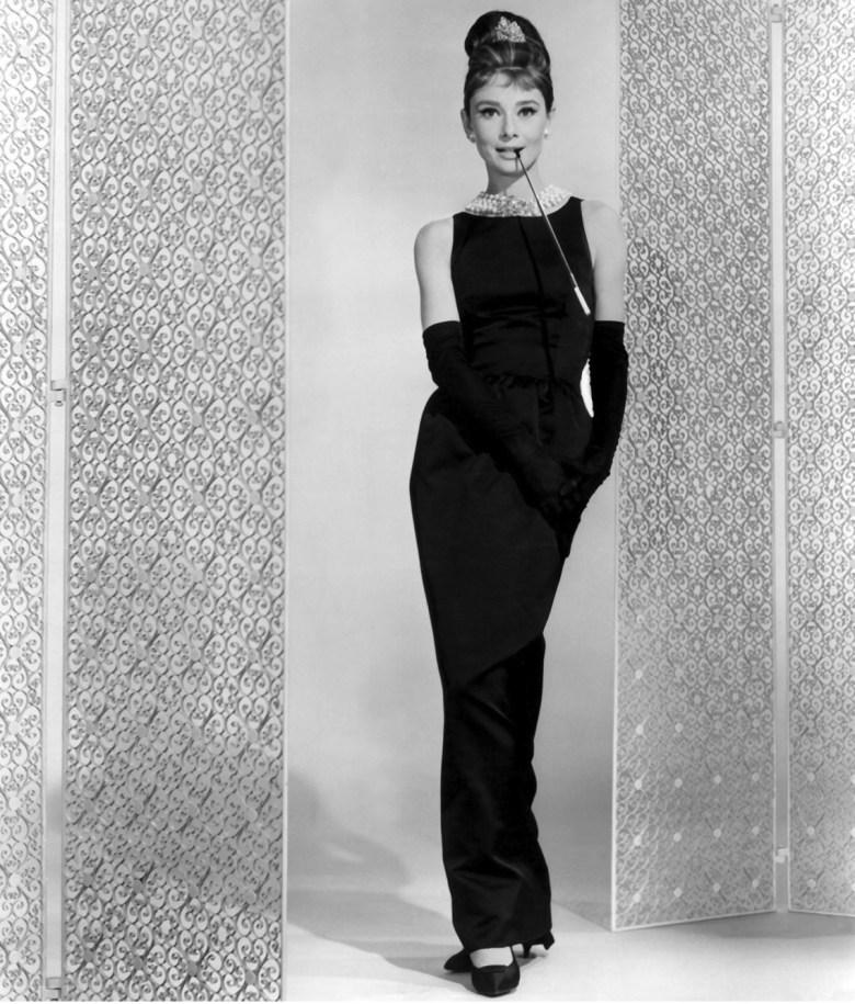 vestidos pretos icônicos, moda, estilo, inspiração, iconic black dresses, fashion, style, inspiration, Audrey Hepburn