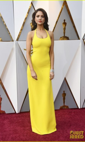 oscar 2018, tapete vermelho, celebridades, premiação, moda, estilo, looks, vestido longo, 2018 oscars, red carpet, celebrities, award season, fashion, style, gowns, outfits, eiza gonzalez