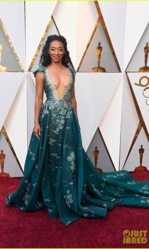 oscar 2018, tapete vermelho, celebridades, premiação, moda, estilo, looks, vestido longo, 2018 oscars, red carpet, celebrities, award season, fashion, style, gowns, outfits, bradley whitford