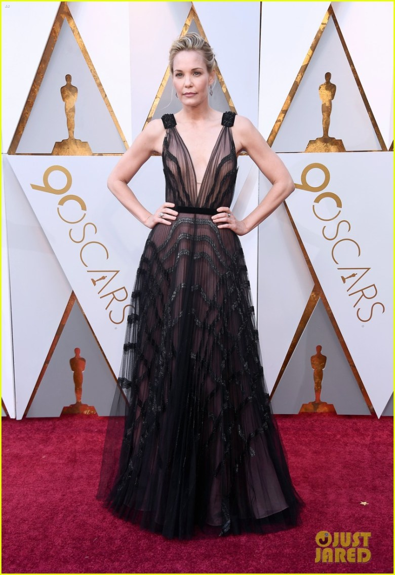 oscar 2018, tapete vermelho, celebridades, premiação, moda, estilo, looks, vestido longo, 2018 oscars, red carpet, celebrities, award season, fashion, style, gowns, outfits, leslie bibb