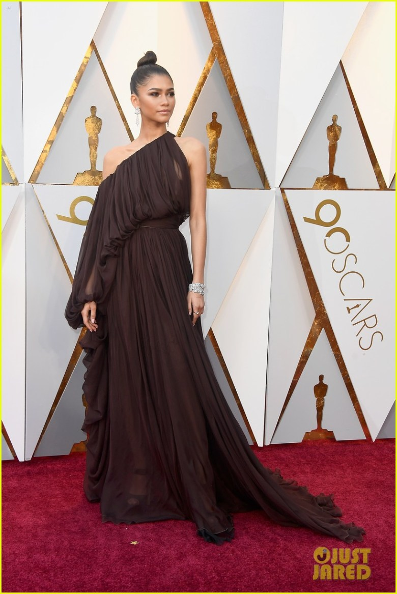 oscar 2018, tapete vermelho, celebridades, premiação, moda, estilo, looks, vestido longo, 2018 oscars, red carpet, celebrities, award season, fashion, style, gowns, outfits, zendaya