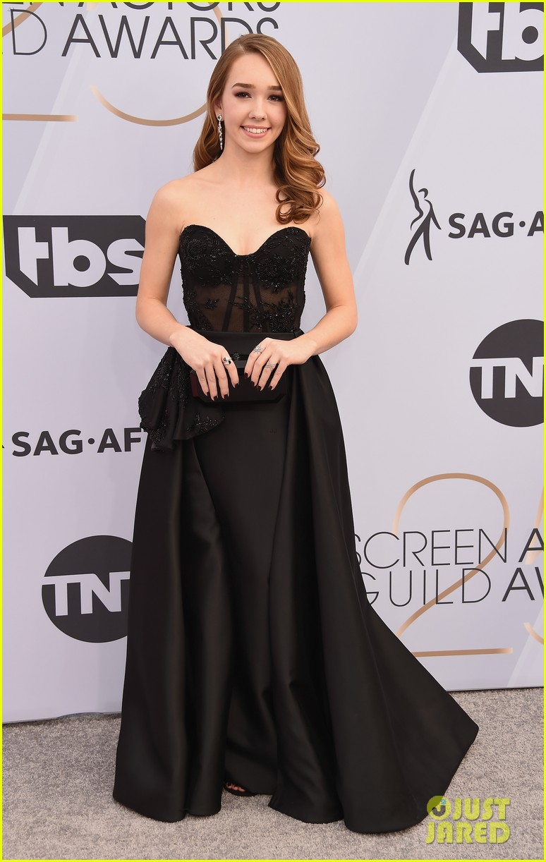 sag awards 2019, best dressed, mais bem vestidas, hollywood, moda, estilo, looks, fashion, style, outfits, holly taylor, gustavo cadile