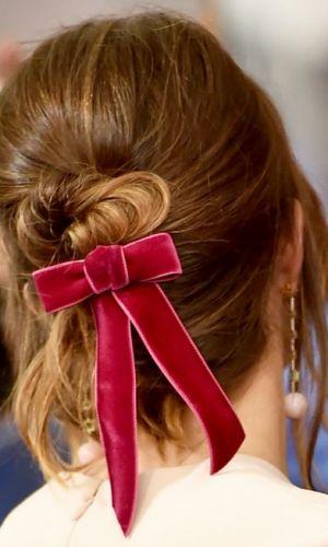 fita no cabelo, tendência, acessório, cabelo, beleza, beauty, ribbon, hair ribbon, accessory, trend, mandy moore