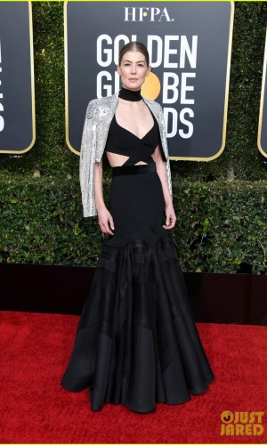 golden globes 2019, golden globes, awards season, red carpet, fashion, look, gown, tapete vermelho, premiação, moda, look, vestido longo, hollywood, rosamund pike
