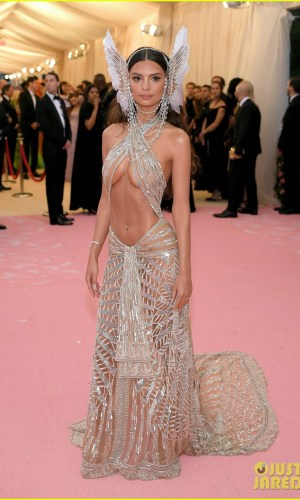 MET Gala 2019, Baile do Met, moda, estilo, celebridades, looks, Camp, fashion, style, red carpet, emily ratajkowski