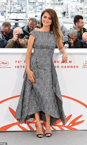 penelope cruz at the photocall for cannes 2019