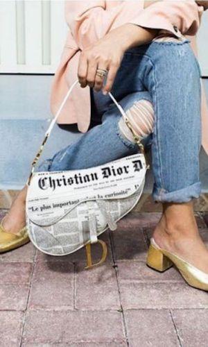 estampa de jornal, tendência, moda, newspaper print, trend, fashion, dior saddle