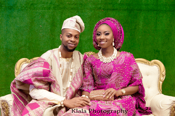nigerian bride with clutch purse-min