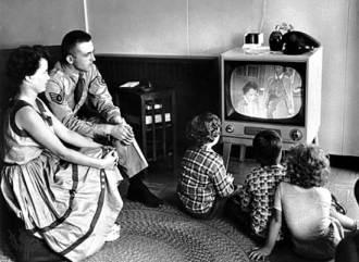 watching-tv-753102