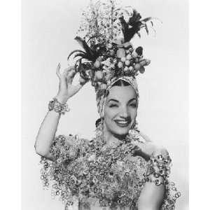 Copacabana si a sa Carmen Miranda, cantareata, dansatoare, actrita populara in anii 40-50