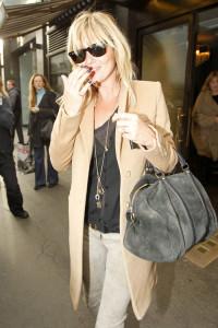 Kate Moss si clasicul palton camel