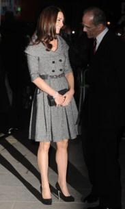 Kate Middleton a purtatoare de rochii mantou