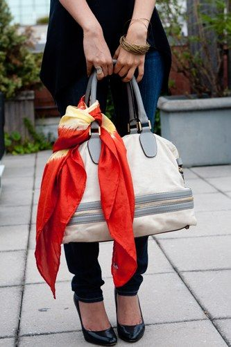 Esarfa la geanta
