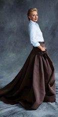 Alaturi de o fusta ampla dintr-un material mai rigid, poate constitui o tinuta de seara