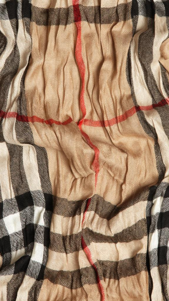 burberry-giant-check-crinkled-scarf-35311021_002
