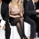 Claudia Schiffer si ciorapii negri cu sandale