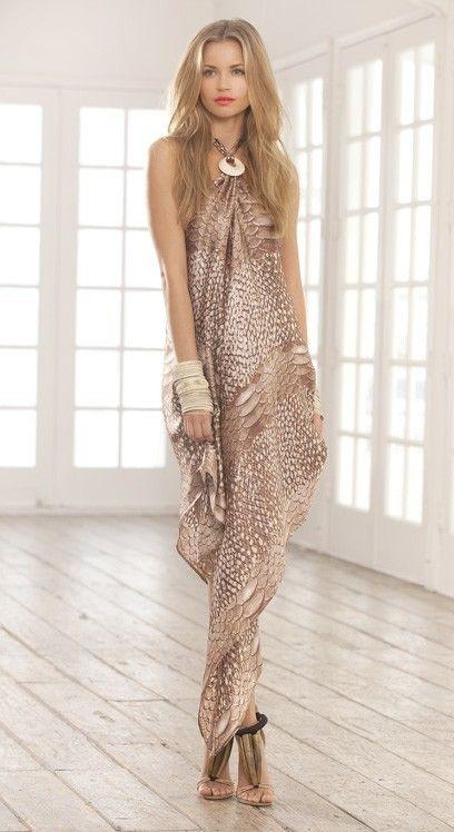 Cum va drapati o rochie dintr-un pareo