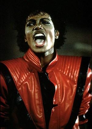 Thriller si geaca din piele rosie