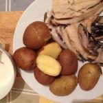 Peste fiert cu cartofi si mujdei