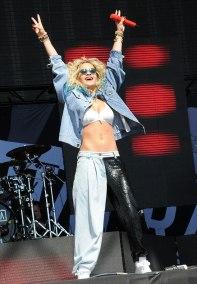 Rita Ora si denimul de festival!