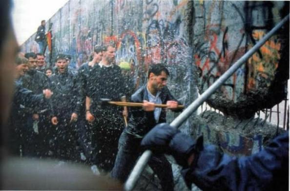 distrugerea zidului Berlinului