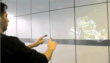 Internetul portabil este format dintr-un webcam, o oglinda, un proiector si dispozitiv pentru deget