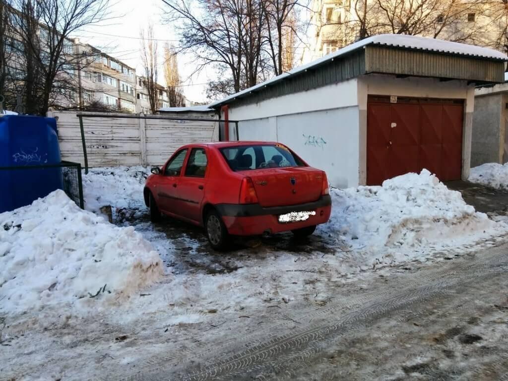 Masina care mi-a furat locul de parcare deszapezit