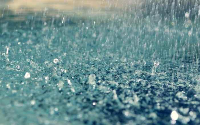 Ploaie torentiala faruri