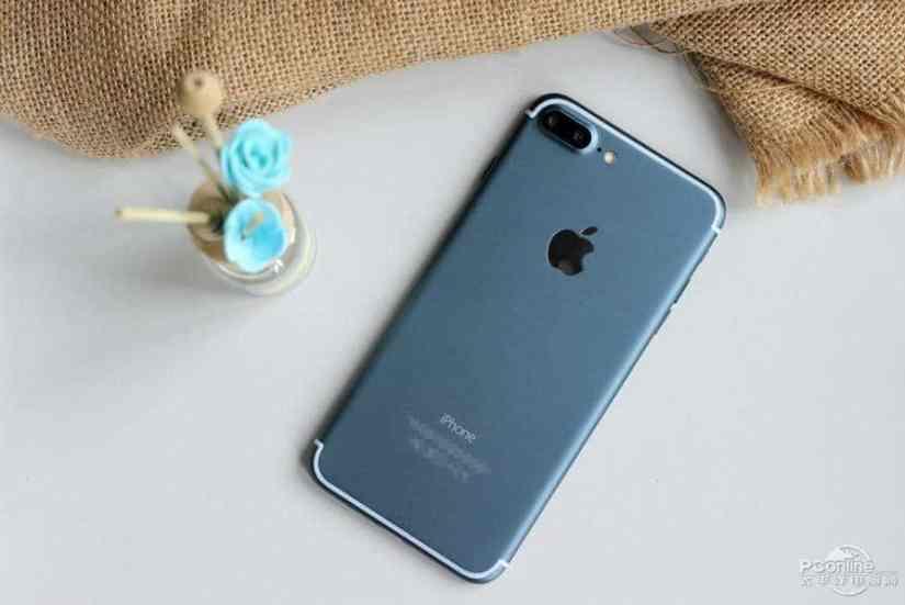 Noul iPhone 7 albastru