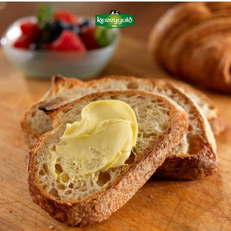 Unt Kerrygold uns pe paine