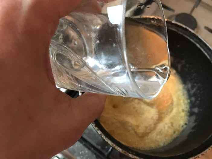 Și apoi se toarnă cele 4 pahare de apă