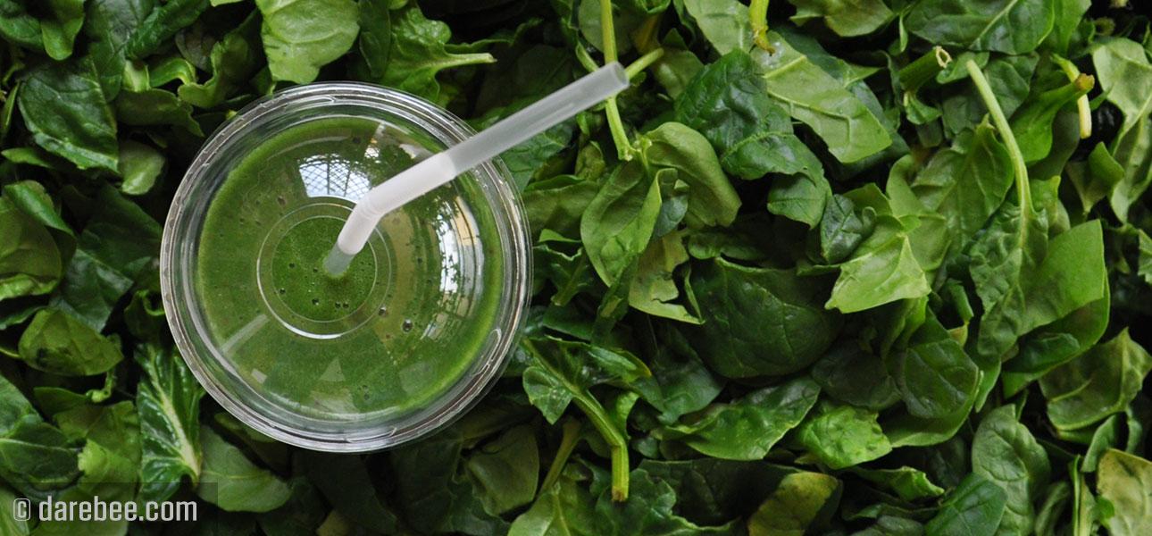 Hummus cremos de avocado și spanac la blender