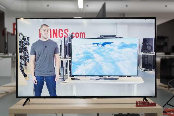 La ce distanta montez televizorul