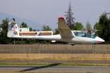 La dama y el Janus: Marcela Boher aterrizando en el Janus CC-LWA del CPV con un camarógrafo como pasajero (foto: Carlos Ay).