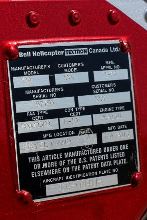 Tal como atestigua su placa de fabricación, el 429WLG se construye en la subsidiaria que Helicopter posee en Mirabel, Canadá (foto: Carlos Ay).
