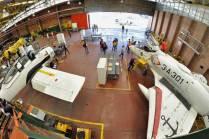 Vista panorámica del taller donde se observan algunas de las aeronaves empleadas como material didáctico. (Foto: Esteban Brea)