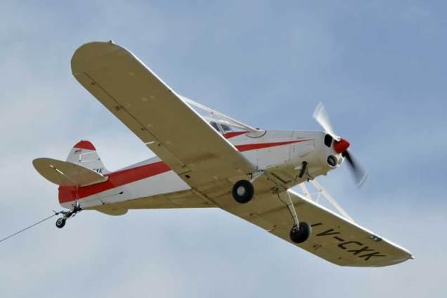 El Piper PA-25-150 Pawnee LV-CXK fue el responsable de efectuar el remolque de planeadores. (Foto: Esteban Brea)