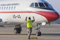 La ministra Cospedal llegó a Zaragoza en un Falcon 900 del EA (foto: José Luis Franco)