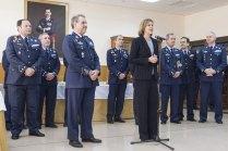 La ministra Cospedal habla con autoridades y personal de la Base Aérea de Zaragoza(foto: José Luis Franco)