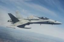 EF-18M en vuelo durante la ceremonia de despedida de la misión BAP (foto: José Luis Franco Laguna).