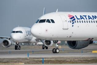 El aeropuerto de la capital chilena se ha convertido en un importatísimo hub de la región, soportando una gran cantidad de tráfico (foto: Gabriel Luque).