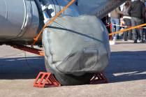 Ballonet del Emergency on-water Landing System (ELS) dispuesto en una de las patas del tren de aterrizaje principal. (Foto: Andrés Rangugni)